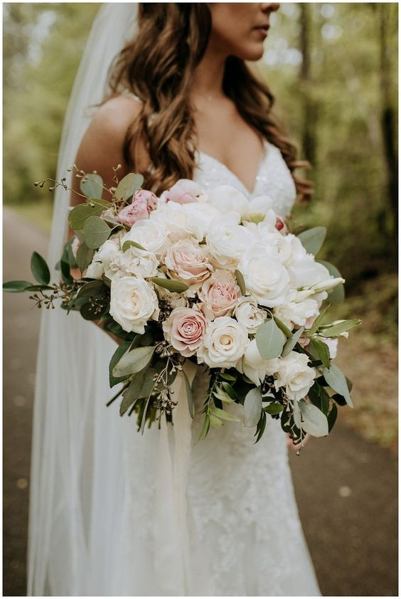 Romantic wedding bouquet for this season. Via Southern Productions