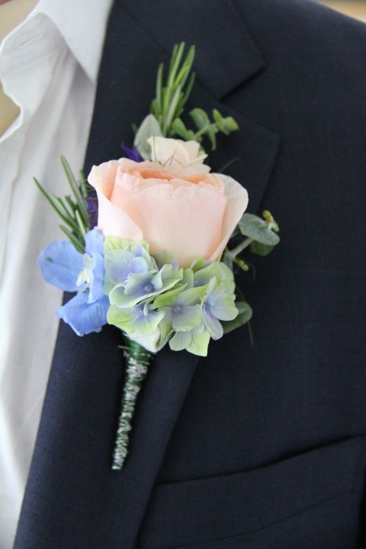 Stunning floral boutonniere with a David Austin Juliet rose