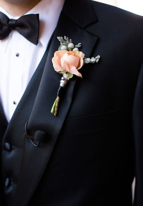 Stunning wedding boutonniere. Via Brides