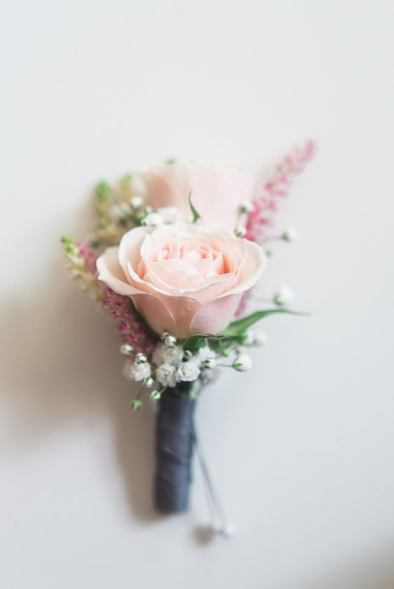 Beautiful, romantic wedding boutonniere. Via Style Me Pretty