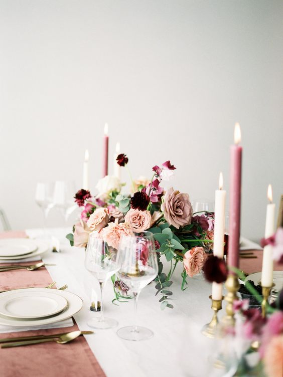 Pretty table setting with a mauve color palette. Via Style Me Pretty