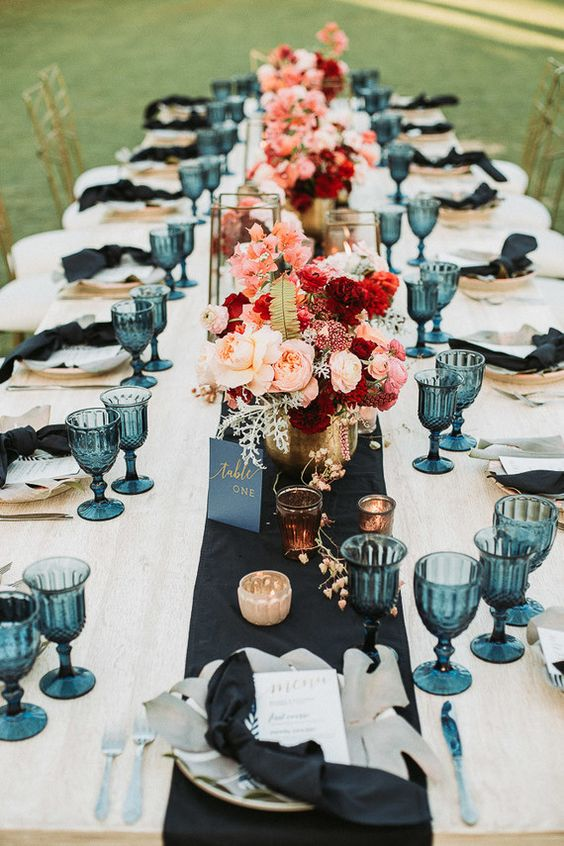 Stylish tropical wedding table setting. Via 100 Layer Cake