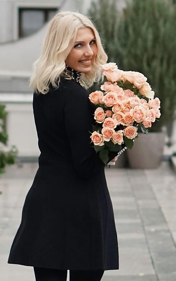 Alina Neacsa with Alina Perfumella roses